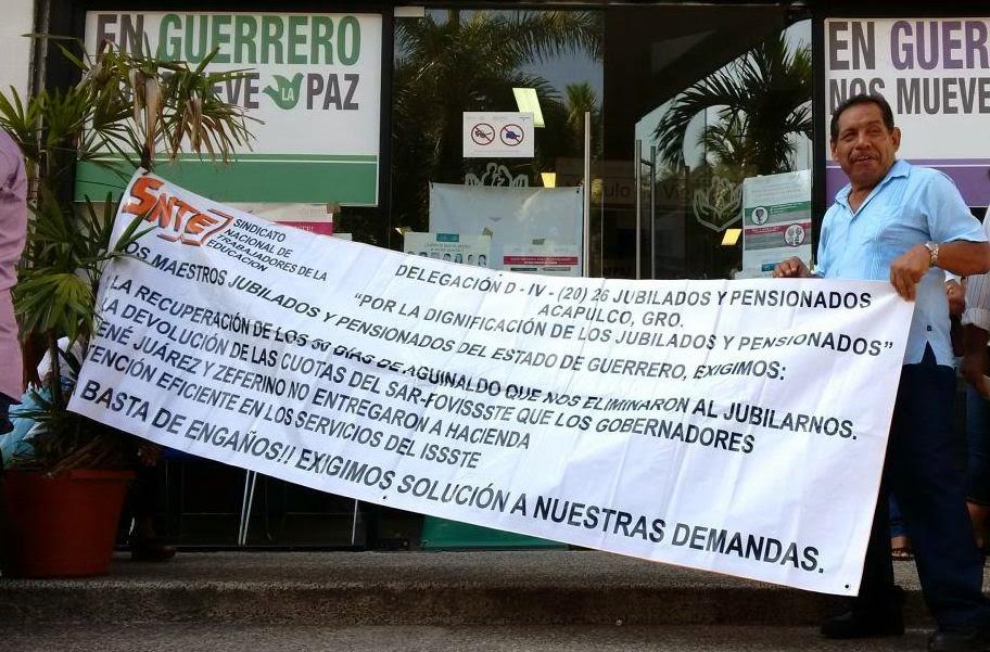 Protestan Jubilados y pensionados en oficinas del ISSSTE