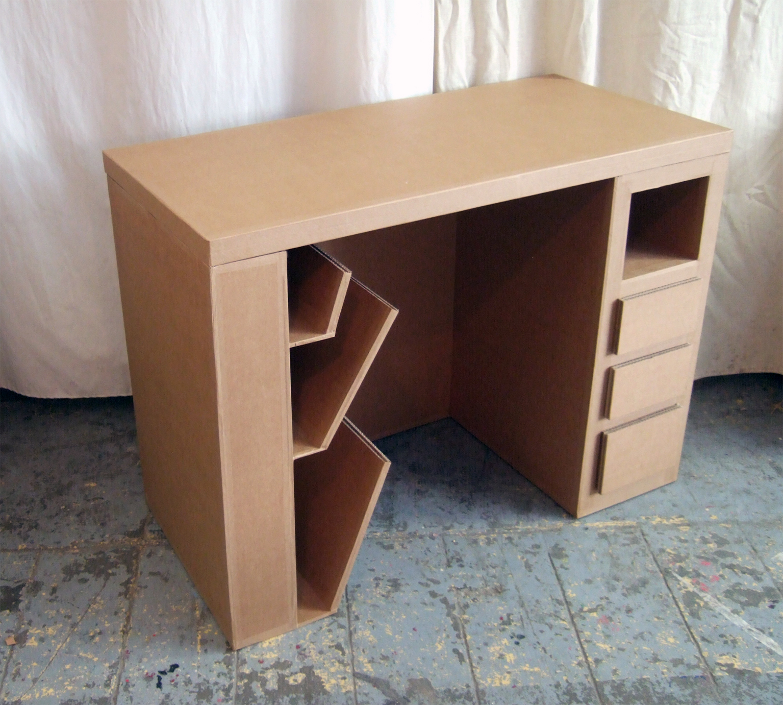 meuble en carton sur mesure. bureau en carton. fabriqué à marseille par juliadesign.