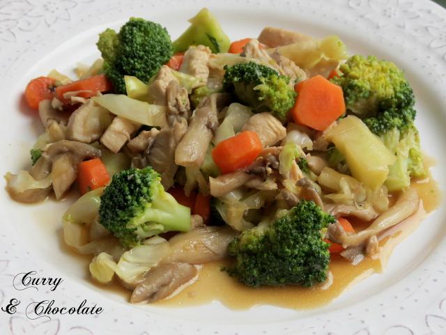 Salteado de pollo con setas, verduras y salsa de soja - Sautéed chicken with mushrooms and vegetables