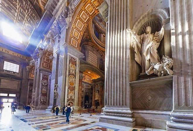 Mengapa Banyak Patung Berhala di Gereja Katolik Roma