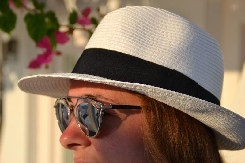 combinaison American Vintage, foulard DVF, Sandales Holden, So real, Panama, l'usine à lunettes à Santorin