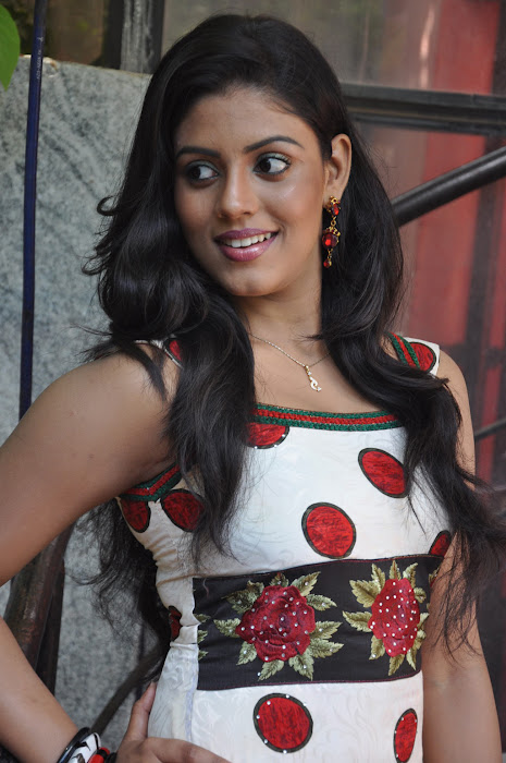 iniya @ mouna guru movie team press meet hot images