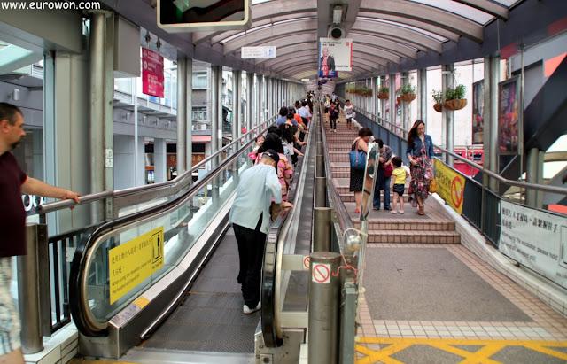 Las escaleras mecánicas más largas del mundo en Hong Kong