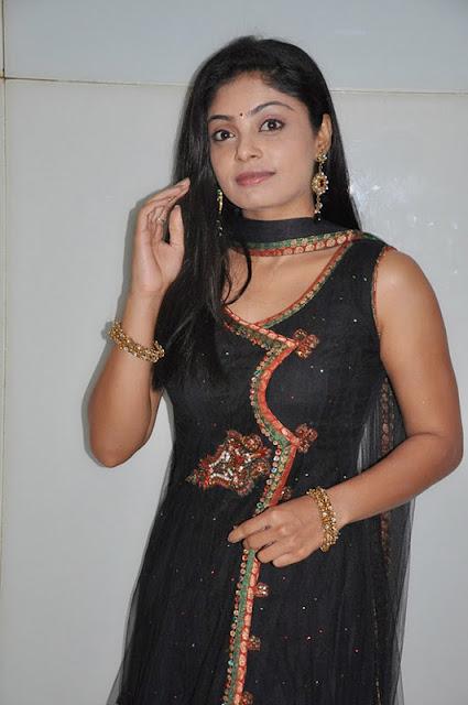 shikha in padam paarthu kathai sol movie photo gallery