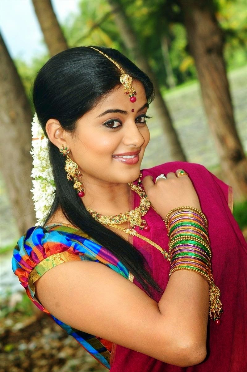 telugu heroine hot priyamani photos -heroinesphoto