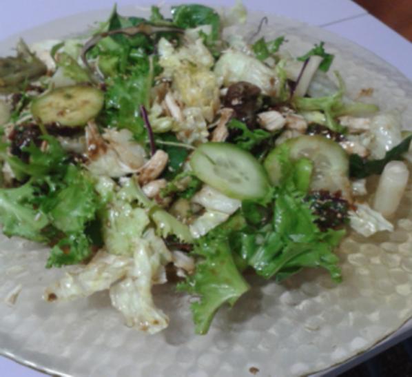 Ensalada verde con pollo escabechado y vinagreta