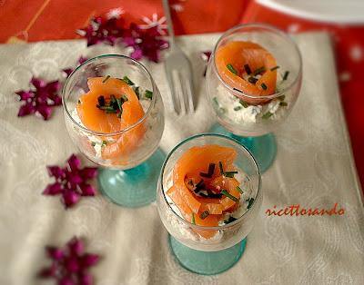 Antipasto di salmone e uova di lompo  ricetta feste