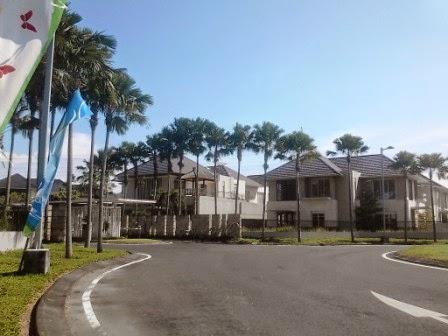 Block rumah tingkat di Perum Royal Residence