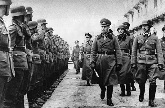 [Ficha] Erwin Rommel 1891-1944 Erwin-rommel-inspecting-defences-in-franc-1944-01