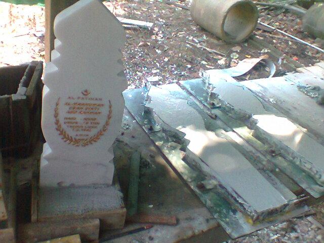 Proses pembuatan Batu Nisan