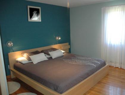 Decoracion actual de moda paredes pintadas de dos colores - Pintar habitacion colores ...