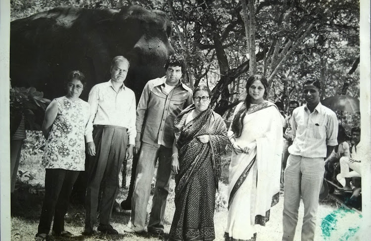 Darmendra, Nirupa Roy group photo