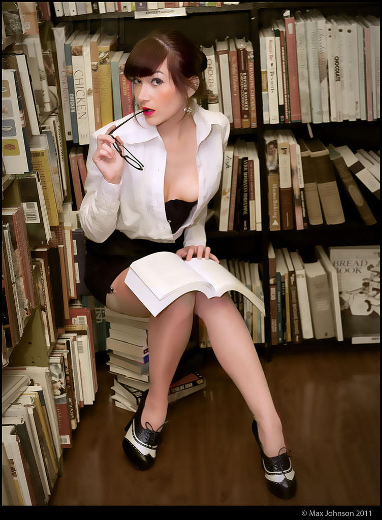 """Sexy Librarian 2 : Hot for"