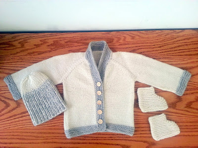 Matching handmade knit set for a baby: cardigan, hat and booties  |  Dante's layette on *sparklingly  { http://sparklingly.blogspot.com }