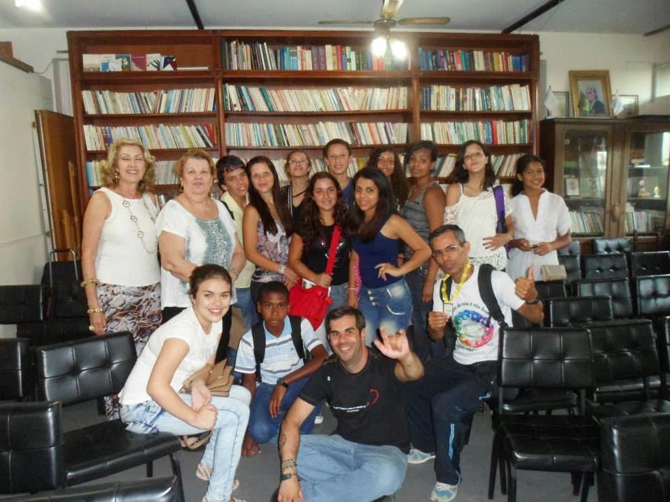 Alunos e professores da Escola Alcino Francisco da Silva na premiação do XXV Concurso de Poesias da Academia de Letras e Artes de Paranapuã