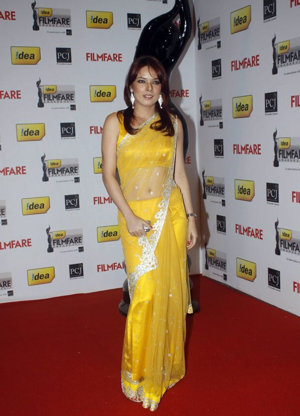 Udita Goswami in yellow saree1 - Udita Goswami in Yellow Saree At 57th Idea Filmfare Awards 2011