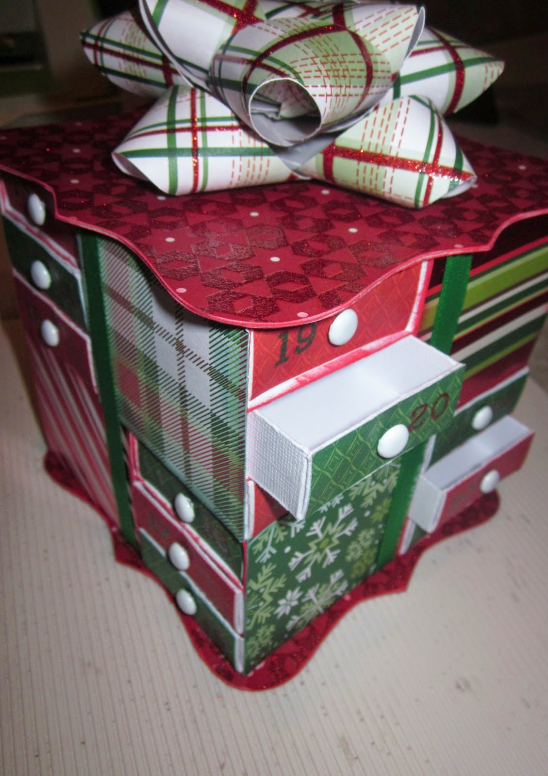 http://jamiek711designs.blogspot.com/2011/12/christmas-matchbox-advent-calendar.html
