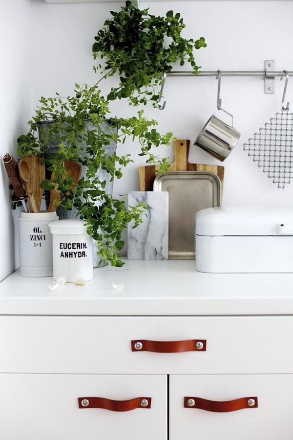 express o kitchen tweak leather cabinet pulls. Black Bedroom Furniture Sets. Home Design Ideas