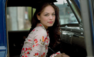 Kristin Kreuk Hollywood Actress Wallpaper