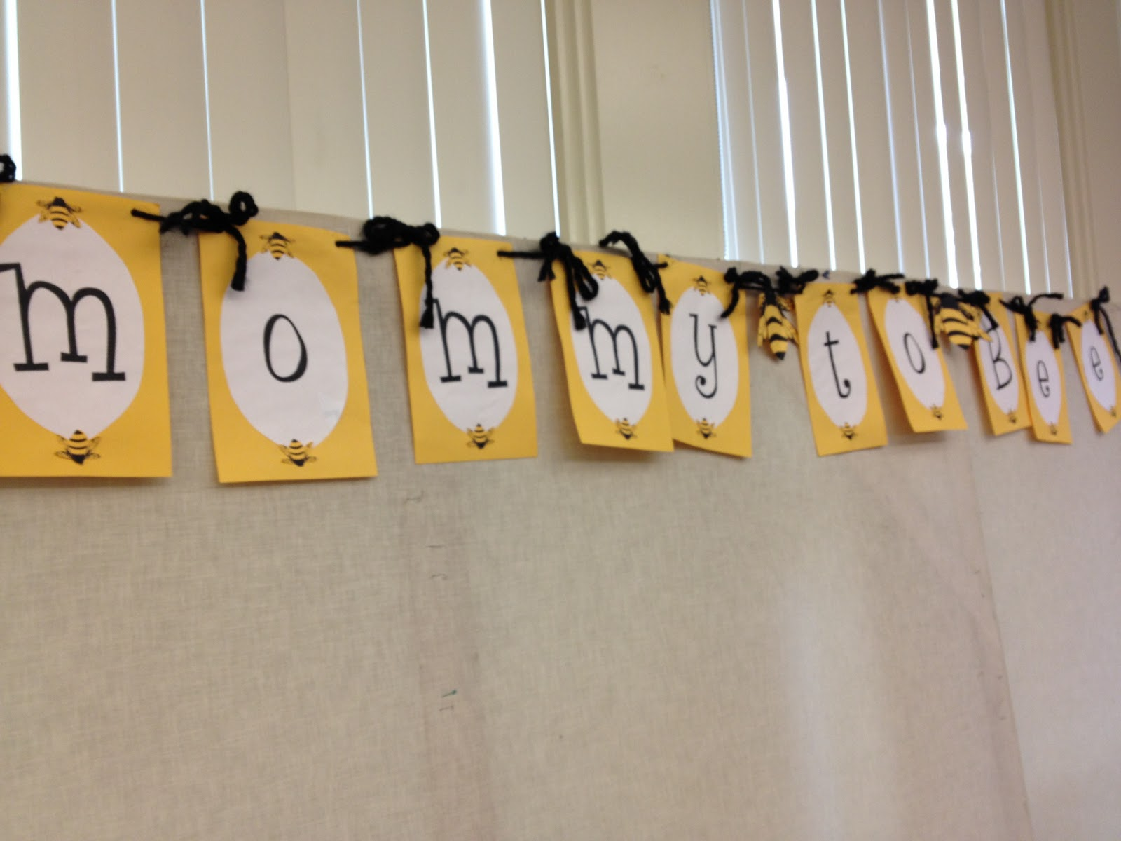mommy too bee babyshower banner