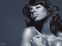 0101 >Kelly Rowland Topless par Derek Blanks