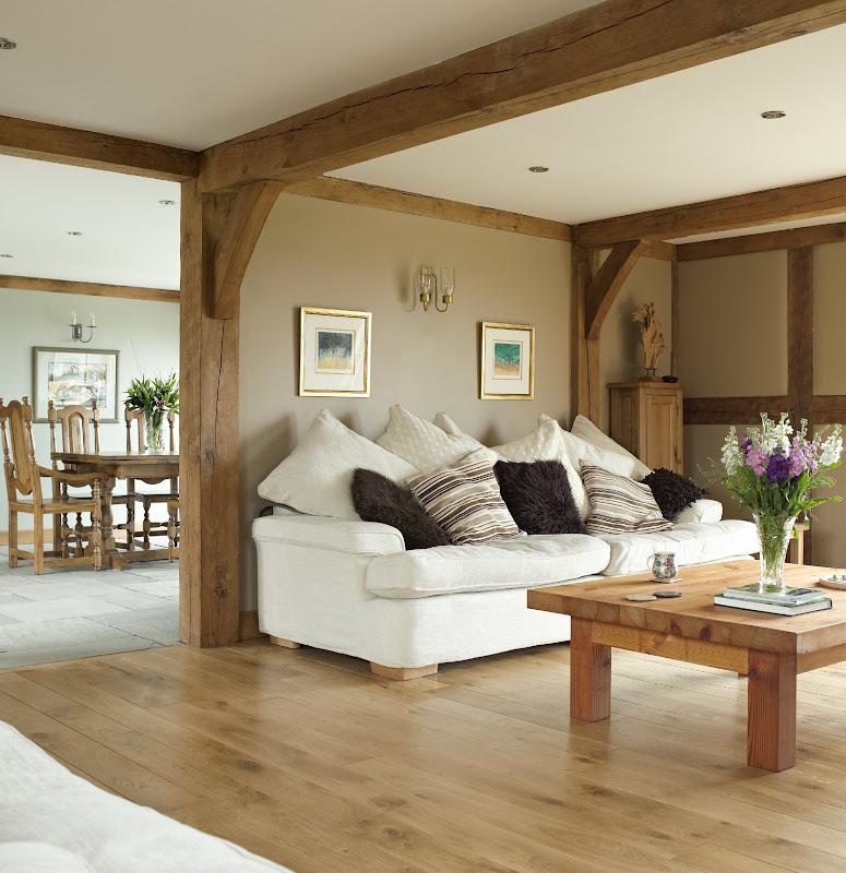 From little acorns photos of a lovely welsh barn for Living room ideas oak