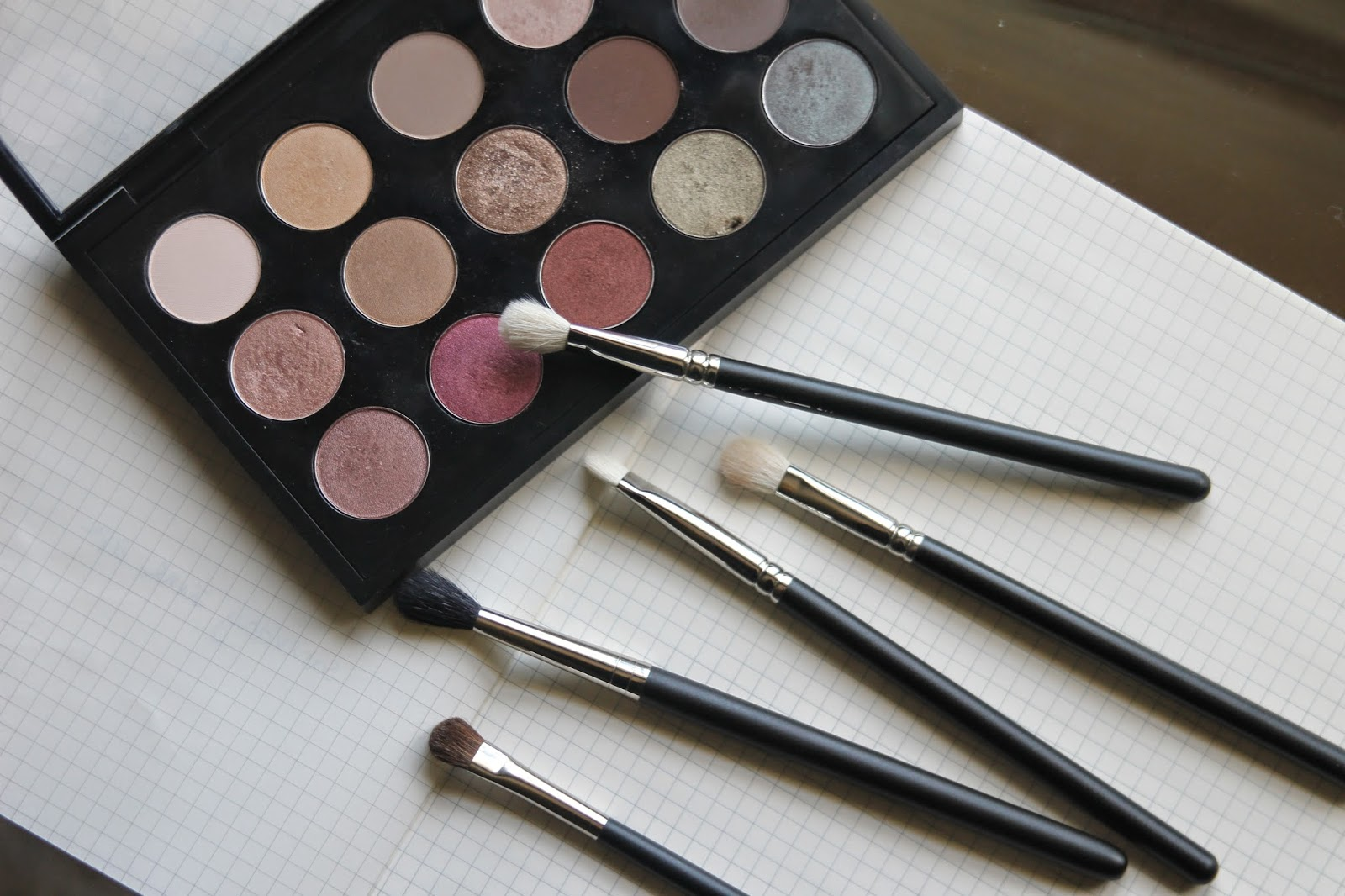 THE MAC EYE-BRUSH KIT