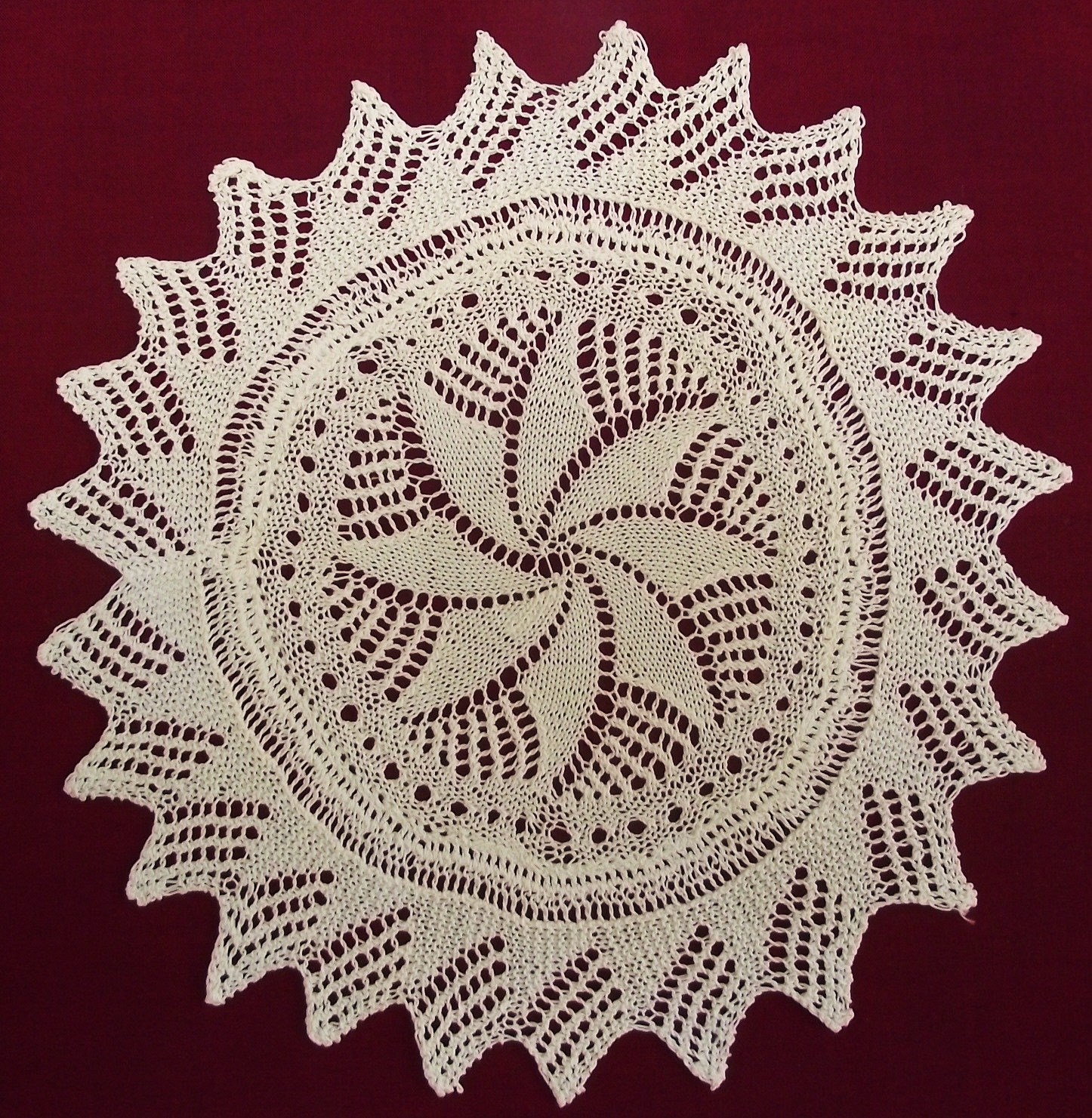 Knitting Patterns Lace Doilies : Lizzie Lenard Vintage Sewing: Knitted Lace Doily