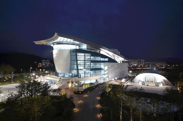02-Gyeongju-Arts-Center por Samoo-Arquitectos-Ingenieros