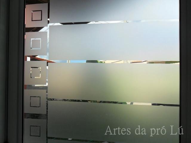 Artes da Pró Lú Colocando jateado nos vidros -> Armario De Banheiro Com Vidro Jateado