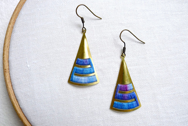 Triangular Earrings - brass and cotton thread by Trincar Uvas