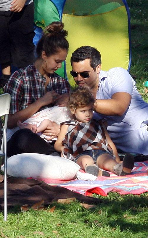 Family Time: Jessica Alba And The Whole Fam At A Birthday Party!