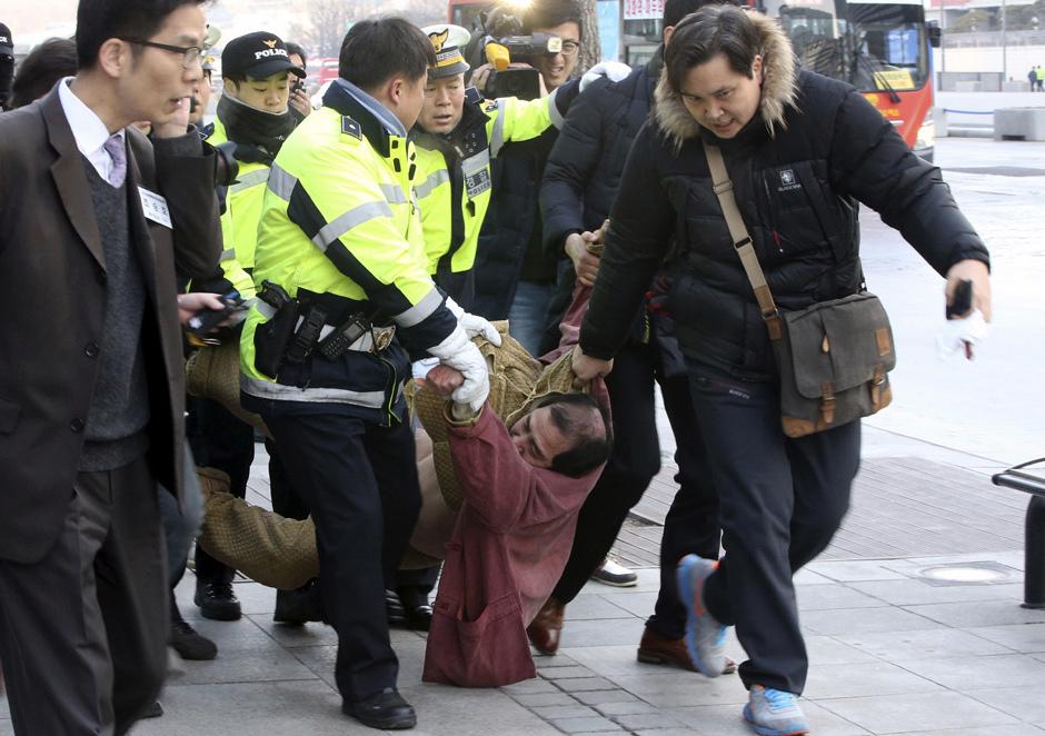 Kim Ki-jong tras atacar al embajador de Estados Unidos Mark Lippert