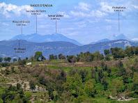 Panoràmica de la Serra d'Ensija, el Pedraforca i els Munts des de La Bertrana