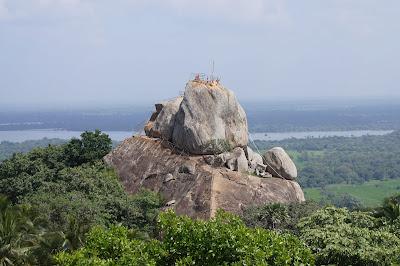 Араханда Гала, гора Михинтале, колыбель буддизма, причал для виман, святыня, сакральное место