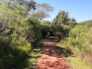 La trocha de 600mts para tomar el tren en el parque Iguazú.