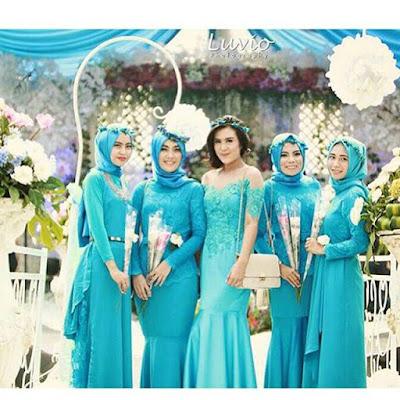 kebaya biru broklat hijab panjang