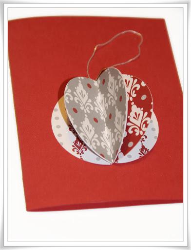 """Julkort med """"tredimensionell"""" julkula, den röda varianten."""