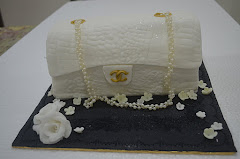 Cake Chanel White Set Hantaran
