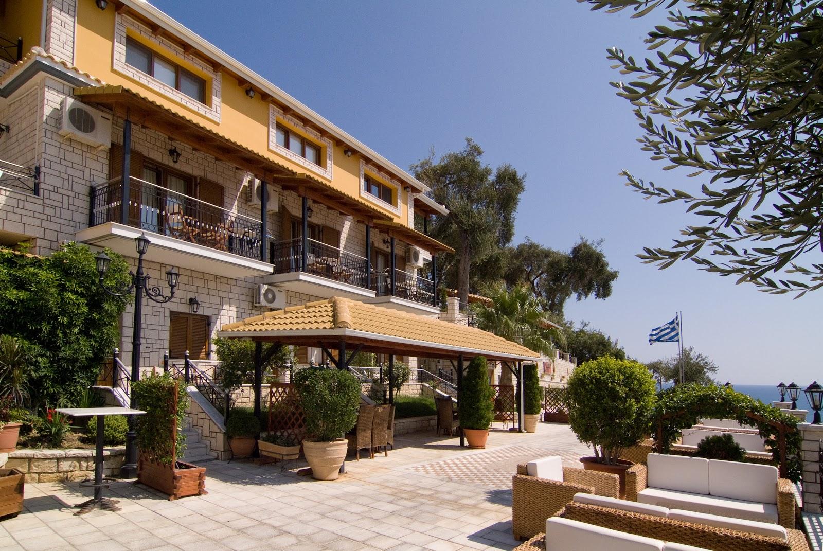 Parga hotels sunset hotel in parga greece for Sunset lodge
