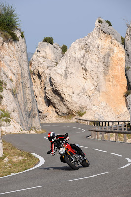 2011 Ducati Monster 1100S Action