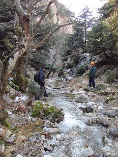 Η πορεία προς το Σπήλαιο Πανός στην Πάρνηθα (φαράγγι Γκούρας)