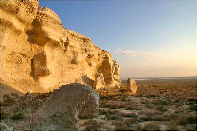 Казахстан, Мангистауская область, плато Устюрт. Чинки.