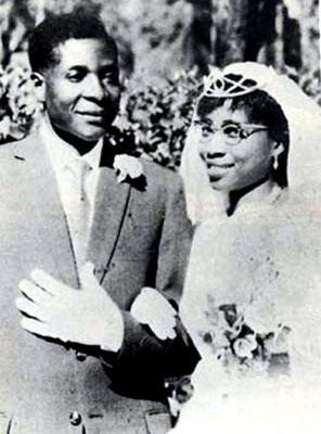Robert Mugabe y esposa
