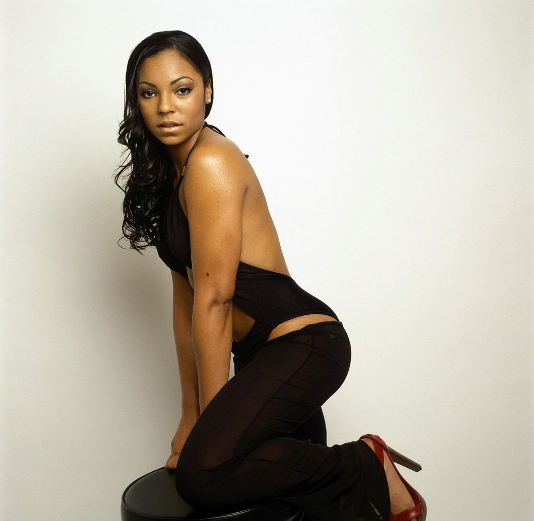 Ashanti Hot http://today-is-their-birthday.blogspot.com/2011/10/october-13-ashanti-douglas-is-31-years.html
