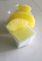 mousse al cocco con gelee di ananas