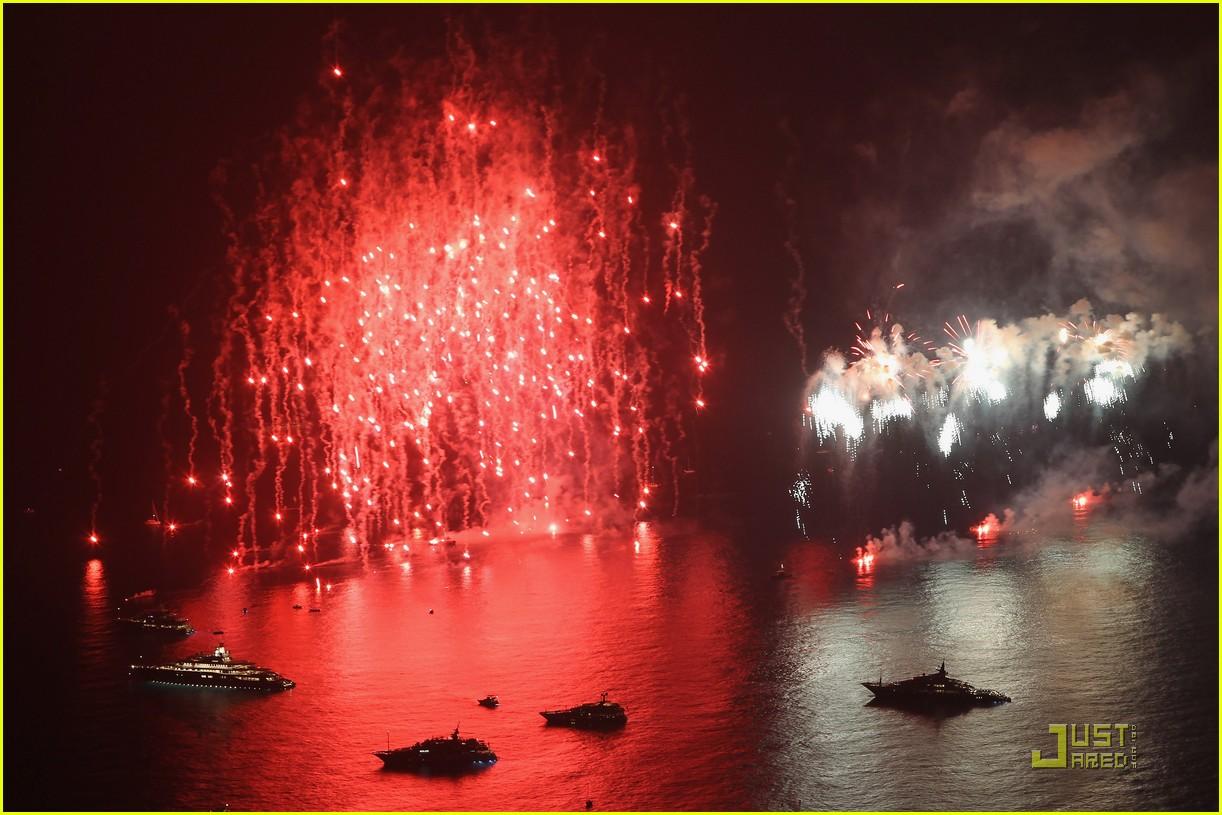 http://3.bp.blogspot.com/-CcoEEaHZujQ/ThATaHwP6sI/AAAAAAAAK3I/8jRowE1SFts/s1600/prince-albert-princess-charlene-wedding-dinner-fireworks-04.jpg