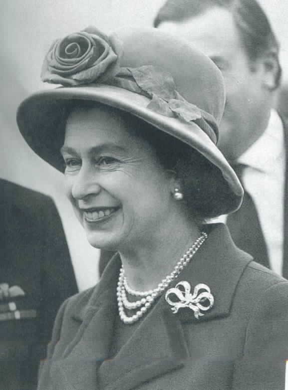 The Queen Wearing Diamond And Pearl Earrings A Simple 3 Strand Necklace Bow Brooch