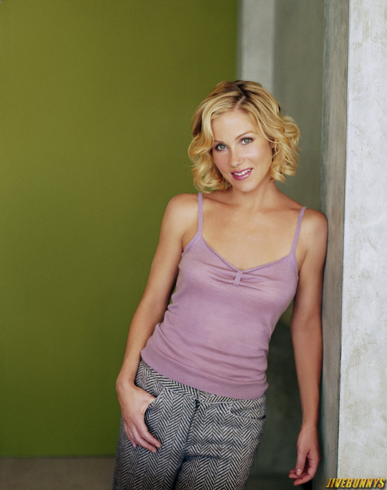 applegate online dating Christina applegate admits she dumped brad pitt for another guy — watch view gallery 12 photos alyssa montemurro share this article reddit.