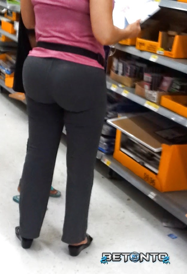 Nice ass in tight pants